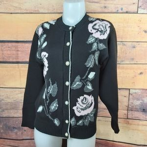 Vintage knitted cardigan with roses